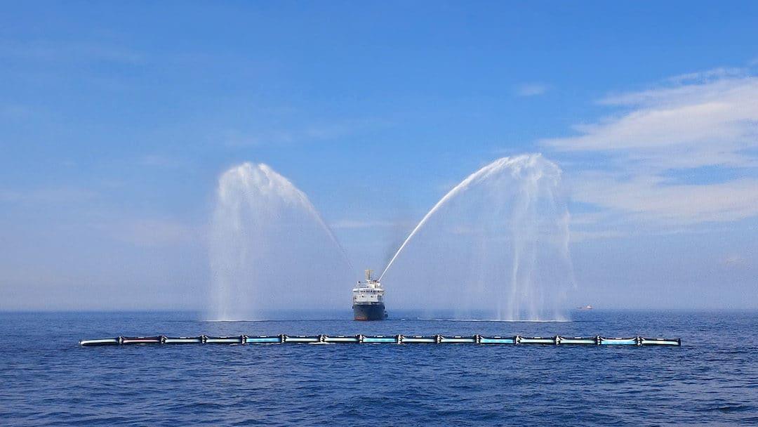 The Ocean Cleanup: Erster Prototyp in der Nordsee gestartet