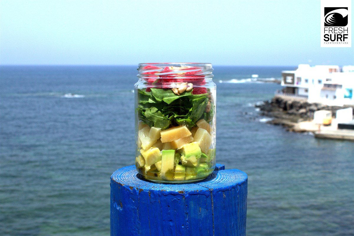 Der fertig geschichtete Salat