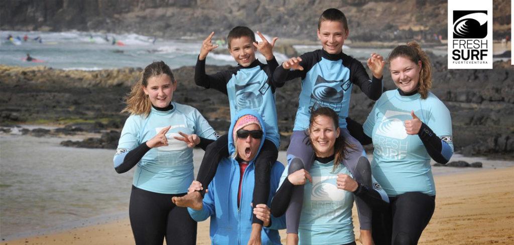 Surfschüler mit Lehrerin
