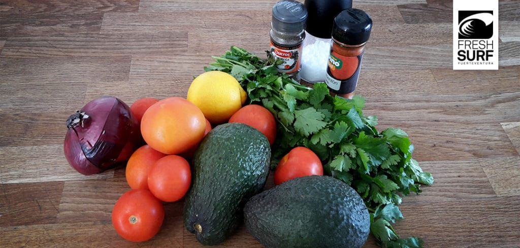 Alle Zutaten für die Guacamole