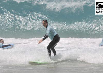 Surfschüler im Wasser